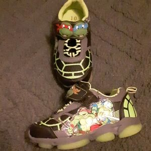 Size 10 toddler boys sneakers